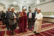 Его Святейшество Далай-лама посещает мечеть во время визита в Дом религий. Берн, Швейцария. 12 октября 2016 г. Фото: Мануэль Бауэр