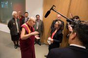 Его Святейшество Далай-лама дает краткое интервью по завершении визита в Дом религий. Берн, Швейцария. 12 октября 2016 г. Фото: Мануэль Бауэр