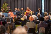 Его Святейшество Далай-лама выступает с обращением на межрелигиозной встрече в Доме религий. Берн, Швейцария. 12 октября 2016 г. Фото: Мануэль Бауэр