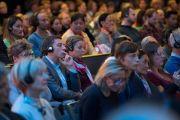 Слушатели во время публичной лекции Его Святейшества Далай-ламы о диалоге и солидарности в конференц-центре Kursaal Arena. Берн, Швейцария. 13 октября 2016 г. Фото: Мануэль Бауэр