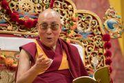 Его Святейшество Далай-лама дарует учения в ходе дневной сессии на стадионе Халлен. Цюрих, Швейцария. 14 октября 2016 г. Фото: Мануэль Бауэр