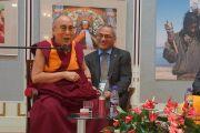 Его Святейшество Далай-лама обращается к собравшимся в университете им. Коменского. Братислава, Словакия. 16 октября 2016 г. Фото: Джереми Рассел (офис ЕСДЛ)