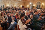 Слушатели аплодируют участникам заключительного экспертного обсуждения «Современный мир и вызовы, которые он нам бросает» по завершении «Форума 2000». Прага, Чехия. 18 октября 2016 г. Фото: Оливье Адам