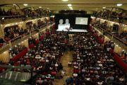 Вид на зал дворца Люцерна во время публичной лекции Его Святейшества Далай-ламы. Прага, Чехия. 19 октября 2016 г. Фото: Ондрей Бесперат