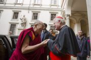 Кардинал Милана Анджело Скола встречает Его Святейшество Далай-ламу, прибывшего на встречу в его резиденцию. Милан, Италия. 20 октября 2016 г. Фото: Тензин Чойджор (офис ЕСДЛ)