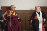 Его Святейшество Далай-лама беседует с кардиналом Милана Анджело Сколой. Милан, Италия. 20 октября 2016 г. Фото: Тензин Чойджор (офис ЕСДЛ)