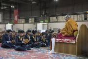 Группа буддистов из Вьетнама читает Сутру сердца перед началом учений Его Святейшества Далай-ламы. Милан, Италия. 21 октября 2016 г. Фото: Тензин Чойджор (офис ЕСДЛ)