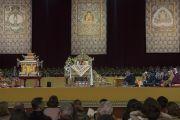 Вид на сцену конференц-зала выставочного центра «Rho Fiera Milano» во время дарования Его Святейшеством Далай-ламой посвящения Авалокитешвары. Милан, Италия. 22 октября 2016 г. Фото: Тензин Чойджор (офис ЕСДЛ)