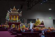 Его Святейшество Далай-лама проводит подготовительные церемонии для посвящения Авалокитешвары. Милан, Италия. 22 октября 2016 г. Фото: Тензин Чойджор (офис ЕСДЛ)