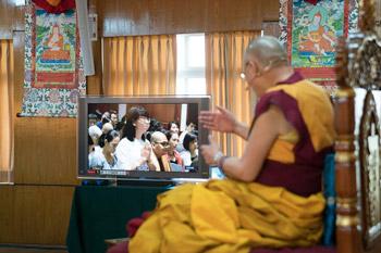 В Дхарамсале Далай-лама даровал разрешение на практику Будды медицины группе вьетнамских буддистов
