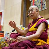 Далай-лама завершил учения в Осаке