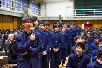 Политики настоящего и грядущего. В Токио Далай-лама побеседовал со школьниками и посетил Палату представителей
