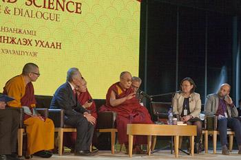 Далай-лама принял участие в международной конференции «Буддизм и наука» в Улан-Баторе