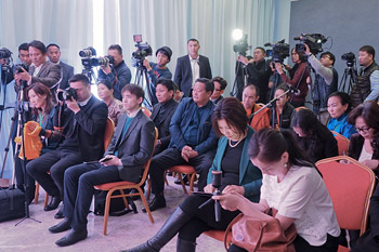 Перед отлетом в Японию Далай-лама дал пресс-конференцию в Улан-Баторе