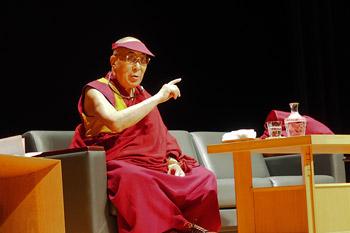 Далай-лама посетил медицинский университет Сайтамы