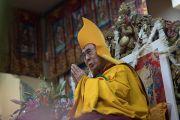 Его Святейшество Далай-лама во время церемонии подношения молебна о долгой жизни, организованной тибетскими сообществами Пенпо и Пемако в главном тибетском храме. Дхарамсала, Индия. 2 ноября 2016 г. Фото: Тензин Чойджор (офис ЕСДЛ)