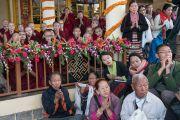 Верующие ожидают прибытия Его Святейшества Далай-ламы в главный тибетский храм. Дхарамсала, Индия. 2 ноября 2016 г. Фото: Тензин Чойджор (офис ЕСДЛ)