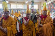Монахи по завершении церемонии подношения Его Святейшеству Далай-ламе молебна о долгой жизни. Дхарамсала, Индия. 2 ноября 2016 г. Фото: Тензин Чойджор (офис ЕСДЛ)