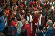 Его Святейшество Далай-лама прибывает на открытие 26-й ежегодной конференции индийского общества по лечению глаукомы. Палампур, штат Химачал-Прадеш, Индия. 5 ноября 2016 г. Фото: Тензин Чойджор (офис ЕСДЛ)