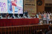 Школьники исполняют песню в начале 26-й ежегодной конференции индийского общества по лечению глаукомы. Палампур, штат Химачал-Прадеш, Индия. 5 ноября 2016 г. Фото: Тензин Чойджор (офис ЕСДЛ)