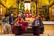 Его Святейшество Далай-лама выступает с публичной лекцией в храме Хигаси Хонгандзи. Киото, Япония. 9 ноября 2016 г. Фото: Джигме Чопхел