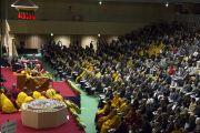 Вид на зал старшей школы «Сейфу», где собрались более тысячи человек, чтобы послушать учения Его Святейшества Далай-ламы. Осака, Япония. 11 ноября 2016 г. Фото: Джигме Чопхел