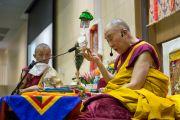Его Святейшество Далай-лама дарует посвящение исполняющей желания Зеленой Тары. Осака, Япония. 13 ноября 2016 г. Фото: Джигме Чопхел