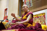Его Святейшество Далай-лама дарует учения по поэме Шантидевы «Путь бодхисаттвы». Осака, Япония. 12 ноября 2016 г. Фото: Джигме Чопхел