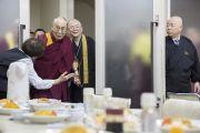 Его Святейшество Далай-ламу приглашают на вегетарианский обед в главном храме Коясана. Коясан, Япония. 14 ноября 2016 г. Фото: Джигме Чопхел