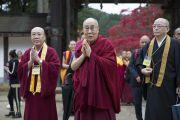 Его Святейшество Далай-лама по прибытии в главный храм Коясана. Коясан, Япония. 14 ноября 2016 г. Фото: Джигме Чопхел