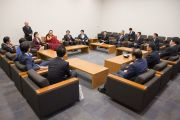 Его Святейшество Далай-лама во время встречи с членами группы поддержки Тибета в палате представителей японского парламента. Токио, Япония. 16 ноября 2016 г. Фото: Джигме Чопхел