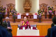 Его Святейшество Далай-лама отвечает на вопросы учащихся во время лекции в средней школе Сэтагая. Токио, Япония. 16 ноября 2016 г. Фото: Джигме Чопхел