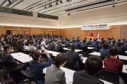 Его Святейшество Далай-лама выступает с обращением к депутатам в зале заседаний палаты представителей японского парламента. Токио, Япония. 16 ноября 2016 г. Фото: Джигме Чопхел