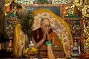 Его Святейшество Далай-лама дарует наставления в зале собраний Гандан главного монастыря Монголии Гандан Тегченлинг. Улан-Батор, Монголия. 19 ноября 2016 г. Фото: Игорь Янчеглов (фонд «Сохраним Тибет»)