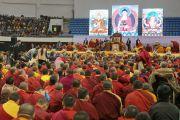 Вид на сцену спортивного комплекса «Буянт Ухаа» во время утренней сессии учений Его Святейшества Далай-ламы. Улан-Батор, Монголия. 20 ноября 2016 г. Фото: Игорь Янчеглов (фонд «Сохраним Тибет»)