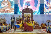 Его Святейшество Далай-лама во время дневной сессии учений по сочинениям Чже Цонкапы в спортивном комплексе «Буянт Ухаа». Улан-Батор, Монголия. 20 ноября 2016 г. Фото: Игорь Янчеглов (фонд «Сохраним Тибет»)