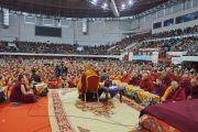 Вид на зал спортивного комплекса «Буянт Ухаа» во время учений Его Святейшества Далай-ламы по сочинениям Чже Цонкапы. Улан-Батор, Монголия. 20 ноября 2016 г. Фото: Тензин Такла (офис ЕСДЛ)