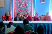 Его Святейшество Далай-лама во время пресс-конференции для монгольских СМИ. Улан-Батор, Монголия. 23 ноября 2016 г. Фото: Тензин Такла (офис ЕСДЛ)