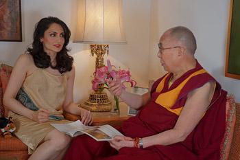 В Дели Далай-лама прочел публичную лекцию и принял участие в торжественном открытии кампании «Сто миллионов для ста миллионов»