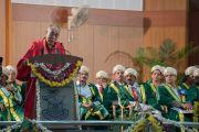 Его Святейшество Далай-лама обращается с речью к участникам 97-й церемонии вручения дипломов в университете Майсура. Майсур, штат Карнатака, Индия. 13 декабря 2016 г. Фото: Тензин Чойджор (офис ЕСДЛ)