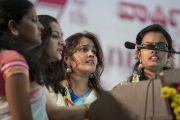 Студенты исполняют государственный гимн перед началом 97-й церемонии вручения дипломов в университете Майсура. Майсур, штат Карнатака, Индия. 13 декабря 2016 г. Фото: Тензин Чойджор (офис ЕСДЛ)