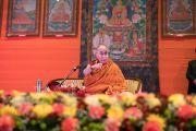 Его Святейшество Далай-лама выступает с лекцией на 21-м празднике Дхармы, организованном центром медитации «Тушита». Дели, Индия. 11 декабря 2016 г. Фото: Тензин Чойджор (офис ЕСДЛ)