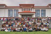 Его Святейшество Далай-лама со студентами и преподавателями Института высшего образования под эгидой Далай-ламы. Бангалор, штат Карнатака, Индия. 14 декабря 2016 г. Фото: Тензин Чойджор (офис ЕСДЛ)