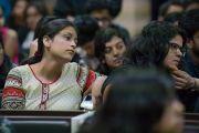 Некоторые из 400 студентов Школы государственного права университета Индии на встрече с Его Святейшеством Далай-ламой. Бангалор, штат Карнатака, Индия. 25 декабря 2016 г. Фото: Тензин Чойджор (офис ЕСДЛ)