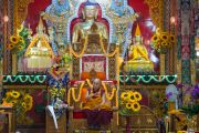 Его Святейшество Далай-лама обращается с речью к собравшимся в храме монастыря Дрепунг Лачи. Мундгод, штат Карнатака, Индия. 16 декабря 2016 г. Фото: Тензин Чойджор (офис ЕСДЛ)