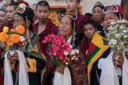 Тибетцы ожидают прибытия Его Святейшества Далай-ламы в монастырь Дрепунг. Мундгод, штат Карнатака, Индия. 16 декабря 2016 г. Фото: Тензин Чойджор (офис ЕСДЛ)