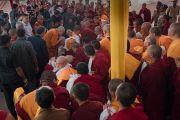 Его Святейшество Далай-ламу встречают в монастыре Дрепунг Лачи. Мундгод, штат Карнатака, Индия. 16 декабря 2016 г. Фото: Тензин Чойджор (офис ЕСДЛ)