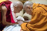 Его Святейшество Далай-лама и 103-й Ганден Трипа Джецун Лобсанг Тензин в монастыре Дрепунг Лачи. Мундгод, штат Карнатака, Индия. 17 декабря 2016 г. Фото: Тензин Чойджор (офис ЕСДЛ)