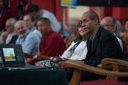 Геше Лобсанг Тензин Неги открывает первую сессию международного симпозиума «Эмори–Тибет». Мундгод, штат Карнатака, Индия. 18 декабря 2016 г. Фото: Тензин Чойджор (офис ЕСДЛ)