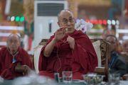 Его Святейшество Далай-лама закрывает первый день работы трехдевного международного симпозиума «Эмори–Тибет». Мундгод, штат Карнатака, Индия. 18 декабря 2016 г. Фото: Тензин Чойджор (офис ЕСДЛ)